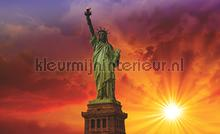 Sunny statue of liberty